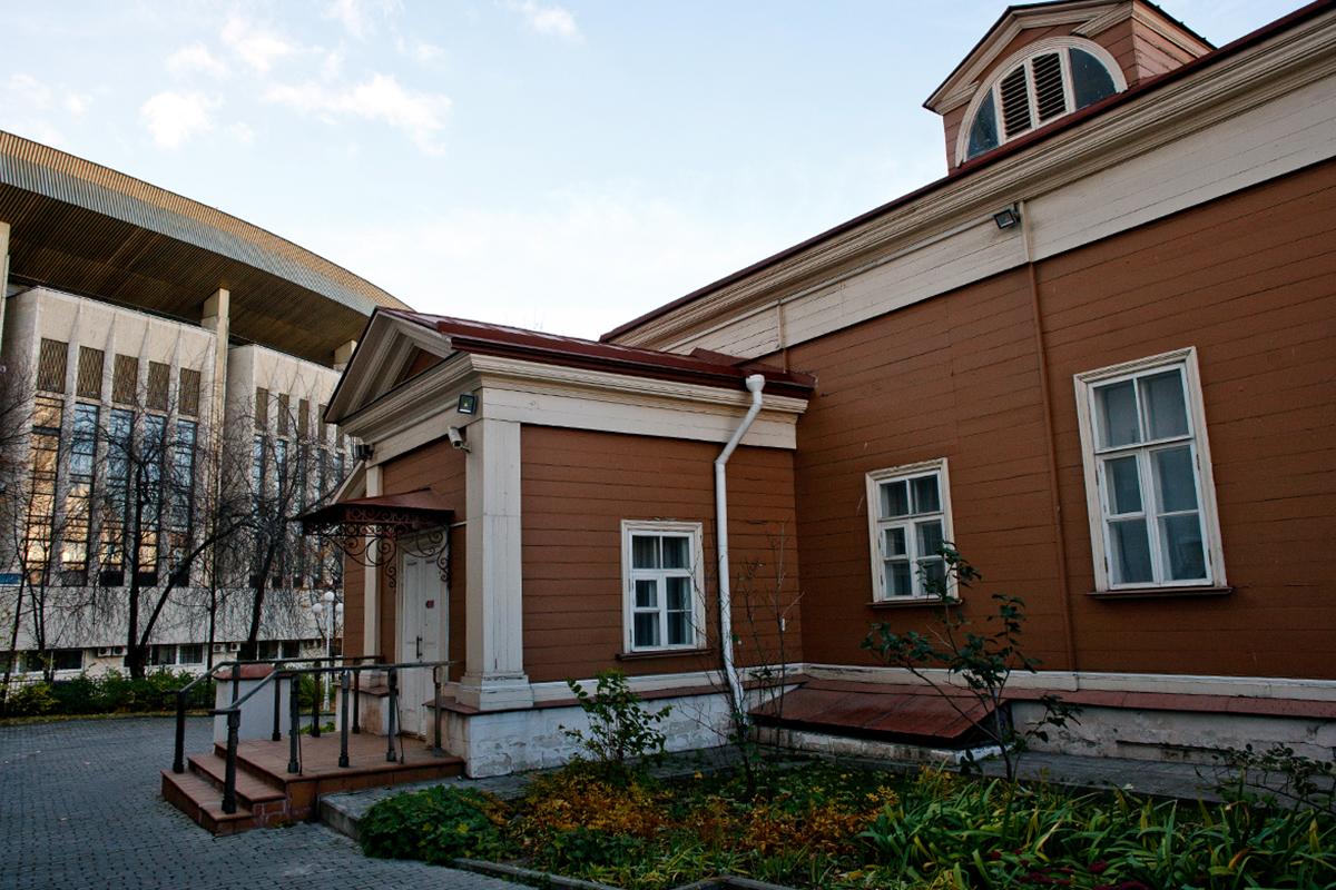Rumah kayu di  Jalan Shepkin No. 47. Aktor ternama Rusia Mikhail Shepkin menghabiskan empat tahun terakhir hidupnya di sini. Kini rumah ini menjadi museum yang didedikasikan bagi sang aktor.