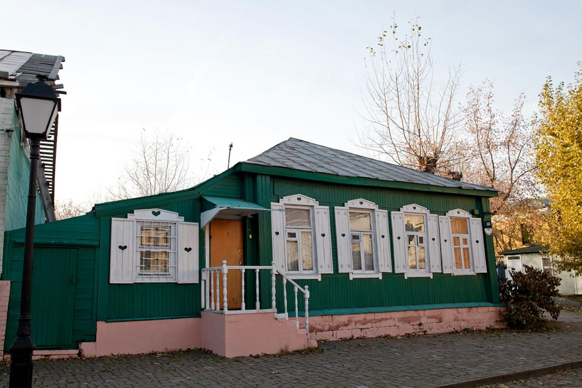 Gereja Kota Krutitskoye , sebuah monumen bersejarah di persimpangan Jalan Krutitskaya dan Jalan Pervy Krutitskyi, didirikan pada abad ke-18, awalnya merupakan biara, kemudian menjadi pemukiman episkopal. Sejak 1991, ia menjadi gereja kota bagi patriark Rusia.