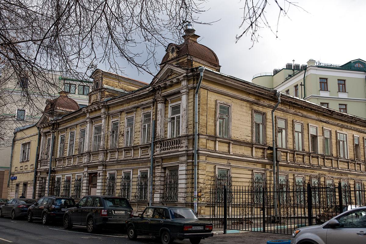 Rumah kayu yang dibangun pada tahun 1912 di gang  Denisovskyi No. 24.