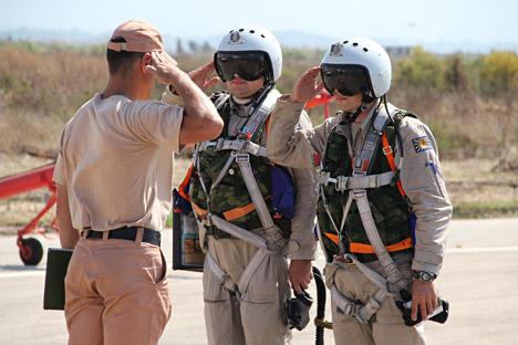 Pilotos russos em base aérea de Hmeymim, na Síria