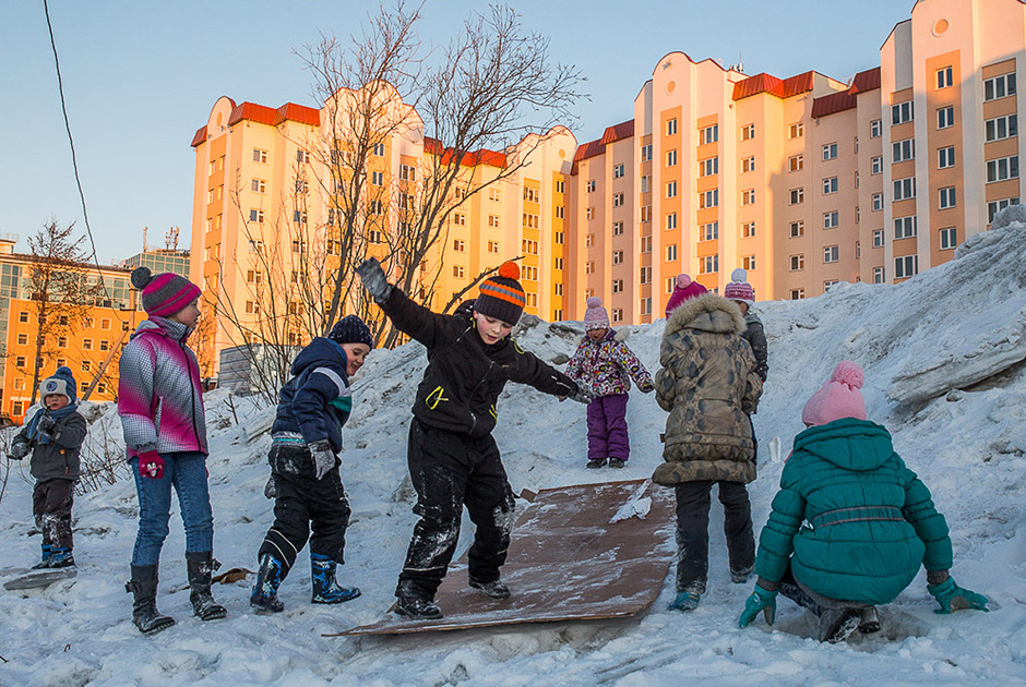 """""""Utara (Rusia) menarik perhatian saya dengan cara hidup yang eksotis, budaya masyarakat lokal, serta kecantikan alamnya. Namun, kondisinya tak terlalu baik jika Anda tak terbiasa menghadapi cuaca buruk dan nyamuk-nyamuk besar, yang bisa sangat mengganggu di musim panas."""""""