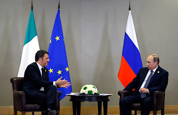 Russian President Vladimir Putin (R)meets with Italian Prime Minister Matteo Renzi during G20 summit in Antalya, Turkey, 16 November 2015. In addition to discussions on the global economy, the G20 grouping of leading nations is set to focus on Syria during its summit this weekend, including the refugee crisis and the threat of terrorism. Foto: EPA