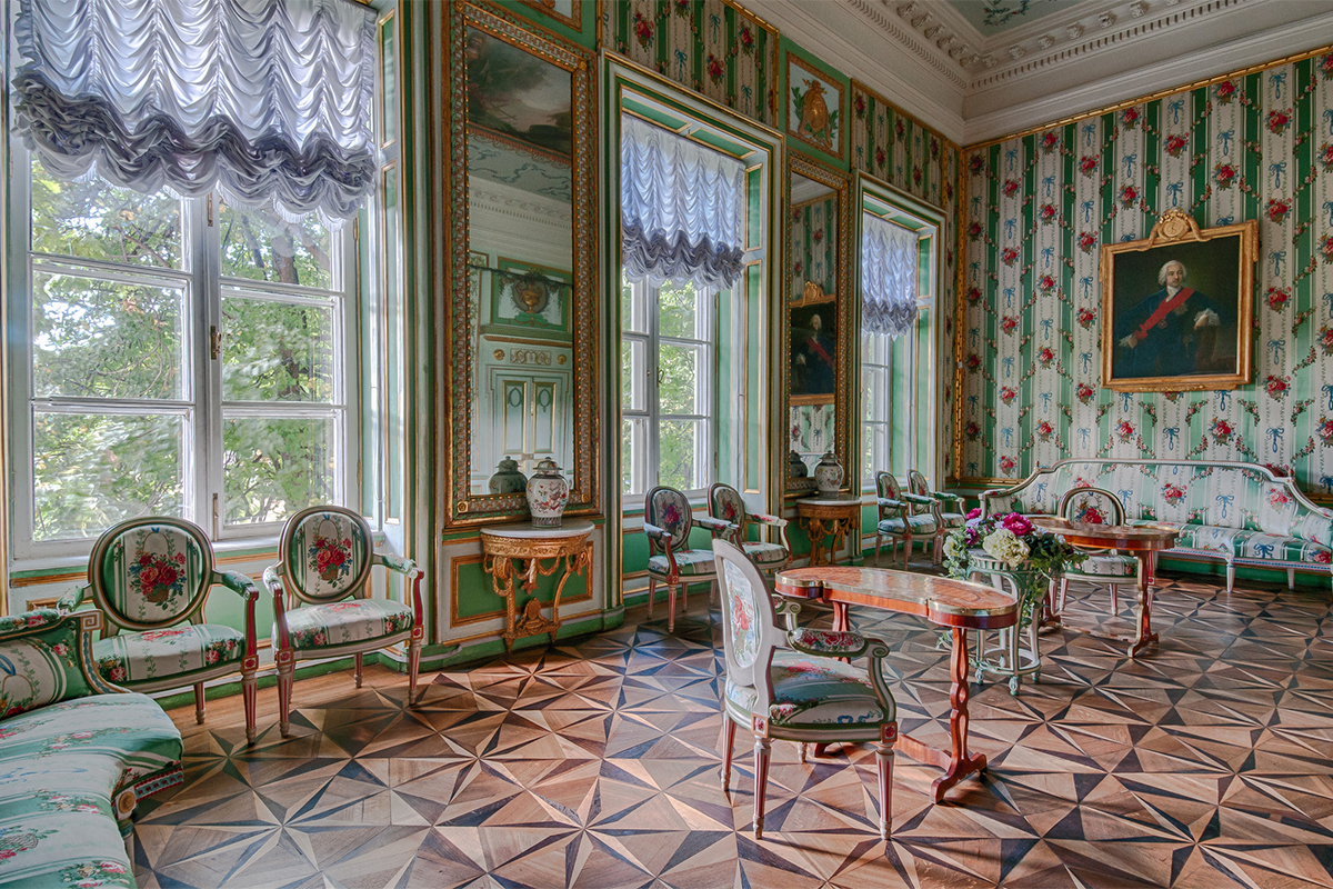 In the period 1976-1983 the palace was completely renovated. The decorative features were restored according to the original plans dating back to the 1780s and 90s.