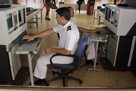 Flugexperten gehen davon aus, dass die Bombe durch einen Flughafenangestellten an Bord des Airbus A321 gebracht wurde.