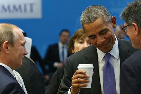 Obama (dir.) e Pútin conversam antes de sessão da Cúpula do G20, na Turquia