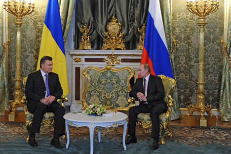 Il Presidente russo Vladimir Putin insieme all'ex-Presidente ucraino Viktor Yanukovich al Cremlino.