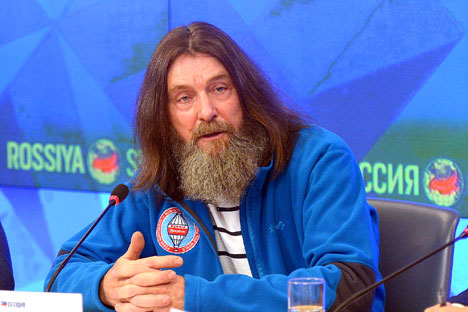 Traveler Fyodor Konyukhov at a news conference on his planned solo nonstop around the world flight aboard the Morton hot air balloon in 2016.