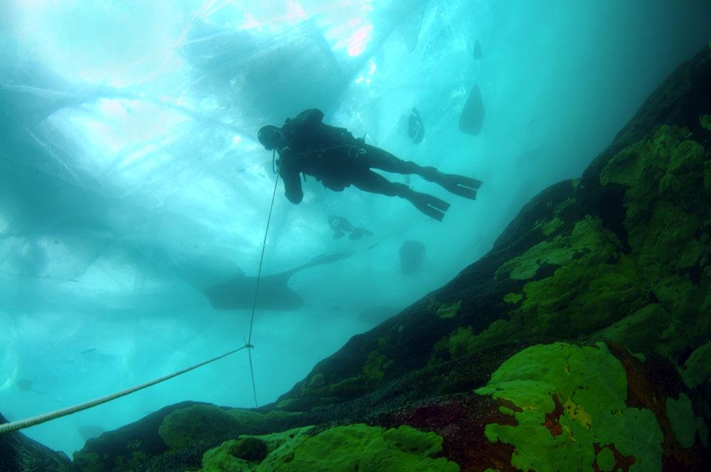 La glace du Baïkal est toujours en mouvement et ces transformations peuvent être périlleuses.