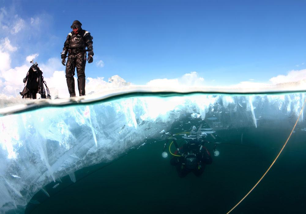 地上の気温は−20度であるため、水温がおよそ0度の水中の方が温かいのである。