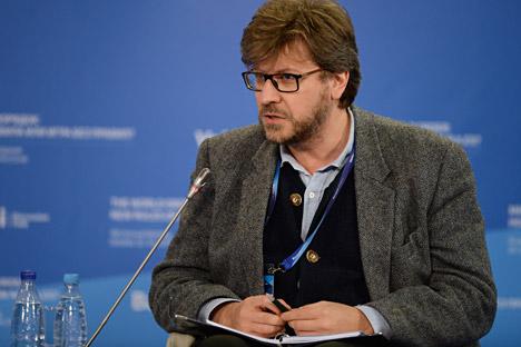 """Fyodor Lukyanov, Redaktur Eksekutif Majalah """"Rusia dalam Politik Global"""", berpidato selama pertemuan ke-11 Klub Diskusi Internasional Valdai di Sochi."""