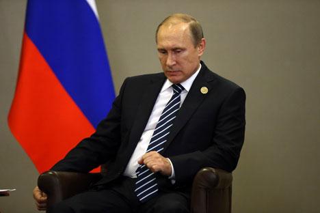 Presiden Rusia Vladimir Putin menghadiri pertemuan bilateral selama KTT G20 di Antalya, Turki pada 16 November 2015.
