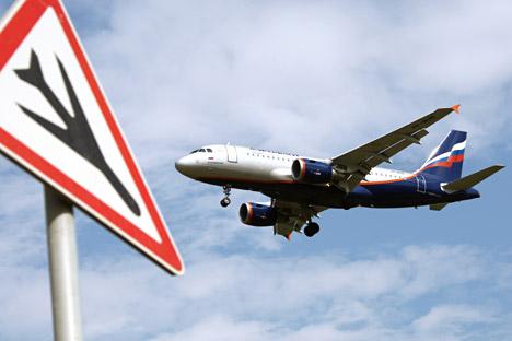 Desvio de rotas deve encarecer passagens aéreas.