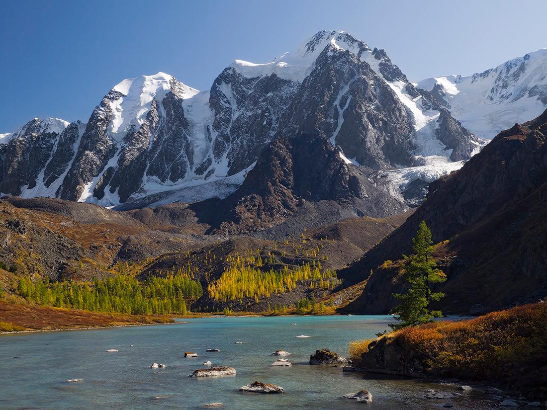 단 알타이 공화국에는 철도가 없다. 그래서 알타이 산맥까지 가려면 먼저 바르나울, 노보시비르스크 또는 비스크 등으로 가서 자동차나 밴을 이용해야 한다.