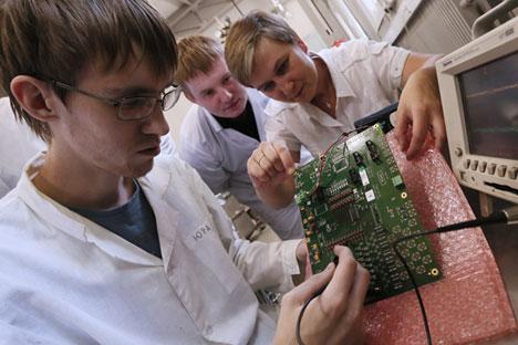 Funcionários do laboratório de de Física Nuclear Experimental da Mifi