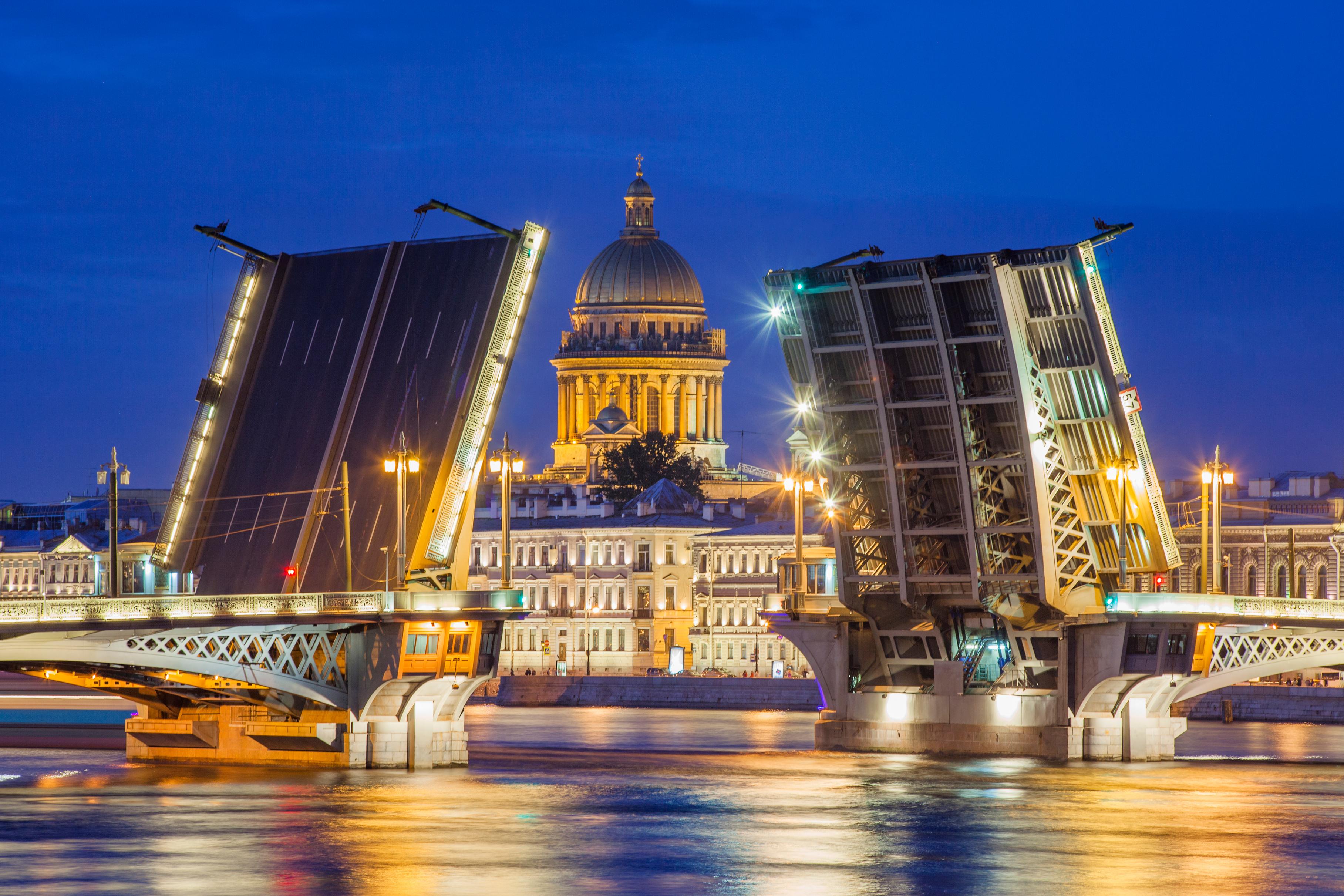 Пътуването до Санкт Петербург е фантастично преживяване, независимо от сезона.
