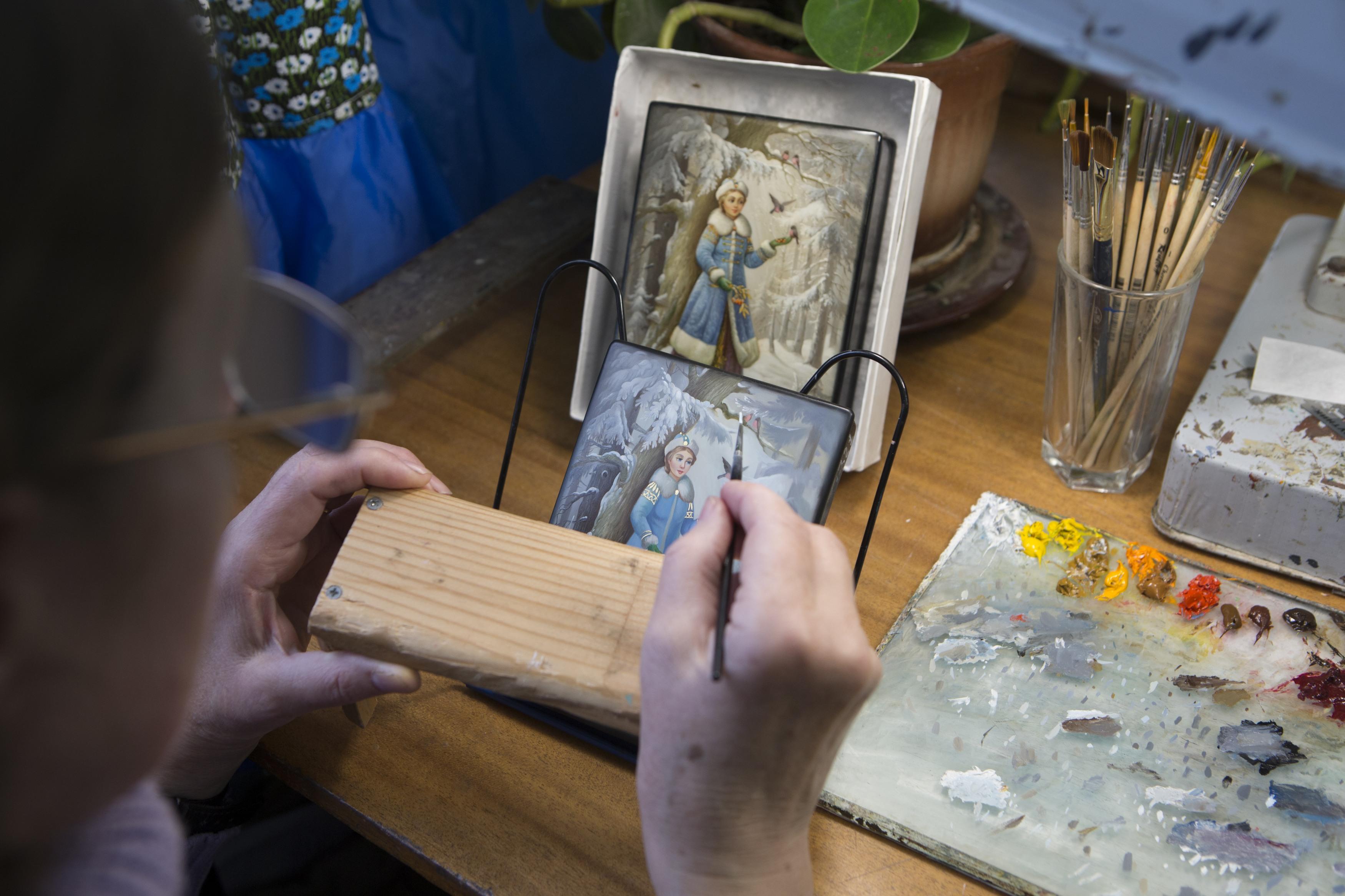 Традициите на федоскинската миниатюра днес продължават и самостоятелни майстори.