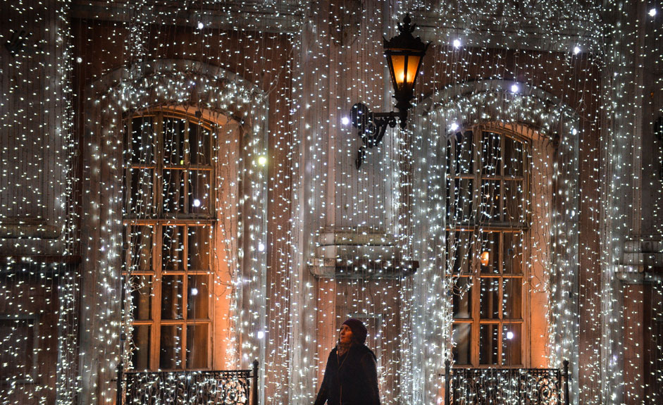 Moskau erstrahlt für Weihnachten und Neujahr in festlichem Lichterglanz.