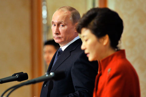 South Korean President Park Geun-hye (R) and Russian President Vladimir Putin during a joint news conference at the presidential Blue House in Seoul.