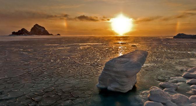 A maior parte do mar de Okhotsk, exceto a área em torno das Curilas, congela durante o inverno