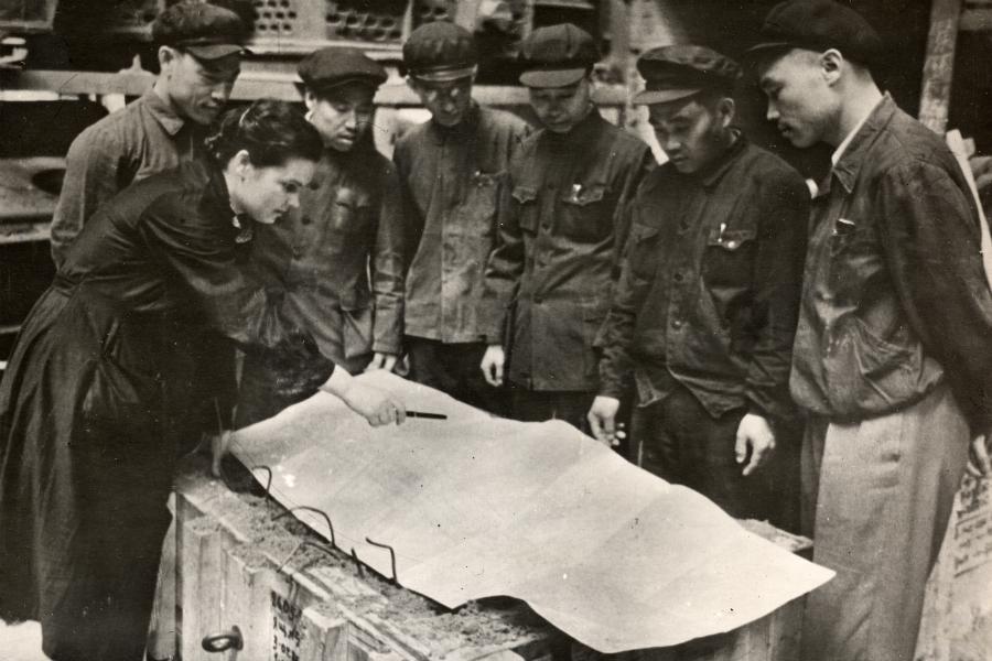 """Стажанти от Китай в леярната на """"Уралмаш""""."""