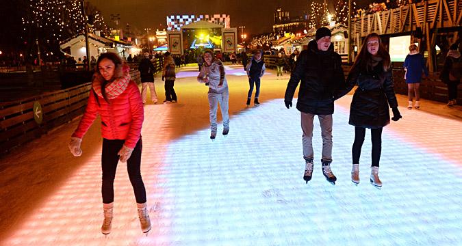 Des patineurs au parc Gorki.