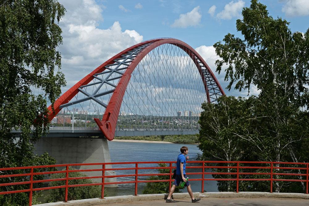 オビ川にかけられた自定式アーチ橋のブグリンスキー橋は、シベリア西部のノヴォシビルスクの交通状況を改善しただけでなく、写真家の間でも人気となった。