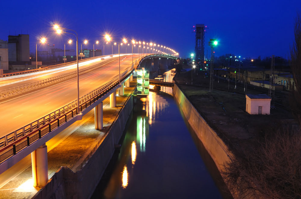 2010年に開通したロストフ・ナ・ドヌのテメルニツキー橋は、深刻な交通問題をかかえるロシア南部最大の都市の住民にドン川を横断する新たなルートを提供した。