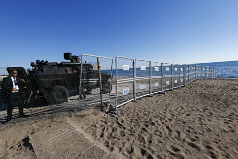 Turkish security officers stand behind barriers at a beach as they secure the summit zone ahead of the G20 summit in Belek in the Mediterranean resort city of Antalya, Turkey, Nov. 14, 2015.