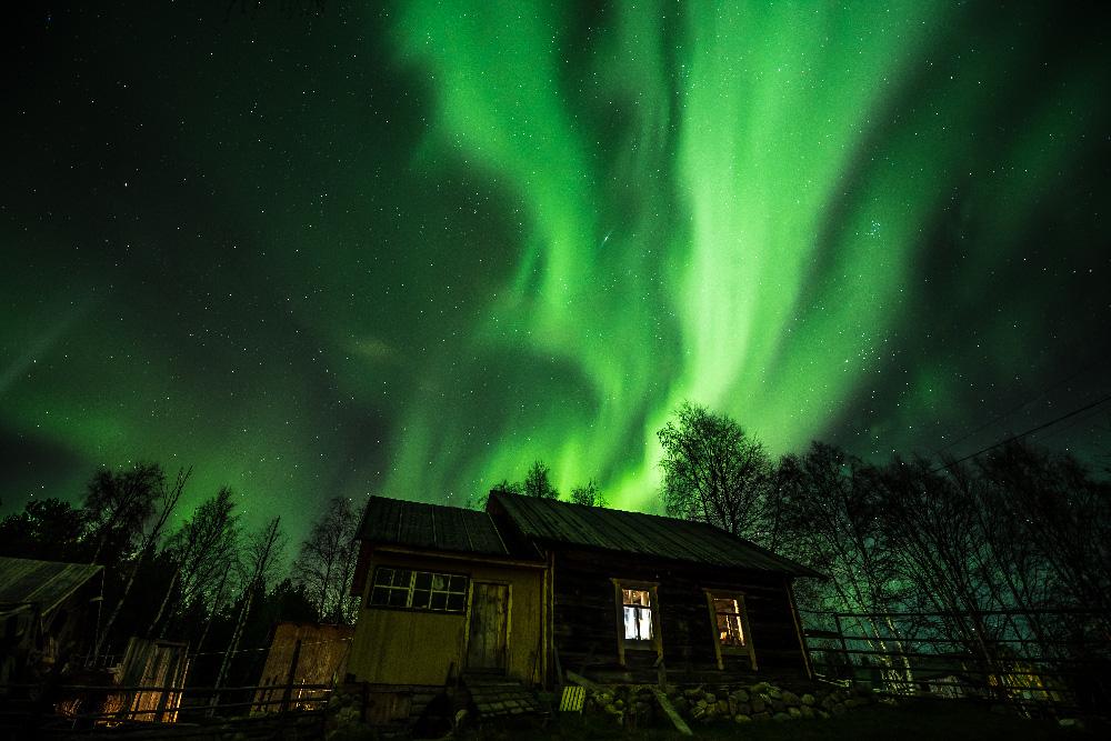 オーロラ (北極光) は、緯度の高い地域ではごく一般的な自然現象だ。