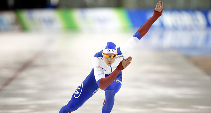 Pavel Kulizhnikov skates during the 500 meters at the World Cup speedskating event Friday, Nov. 20, 2015, in Kearns, Utah.
