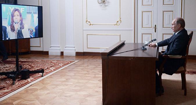 Em videoconferência, Pútin e Kirchner deram pontapé inicial à transmissão do canal Russia Today em espanhol na Argentina