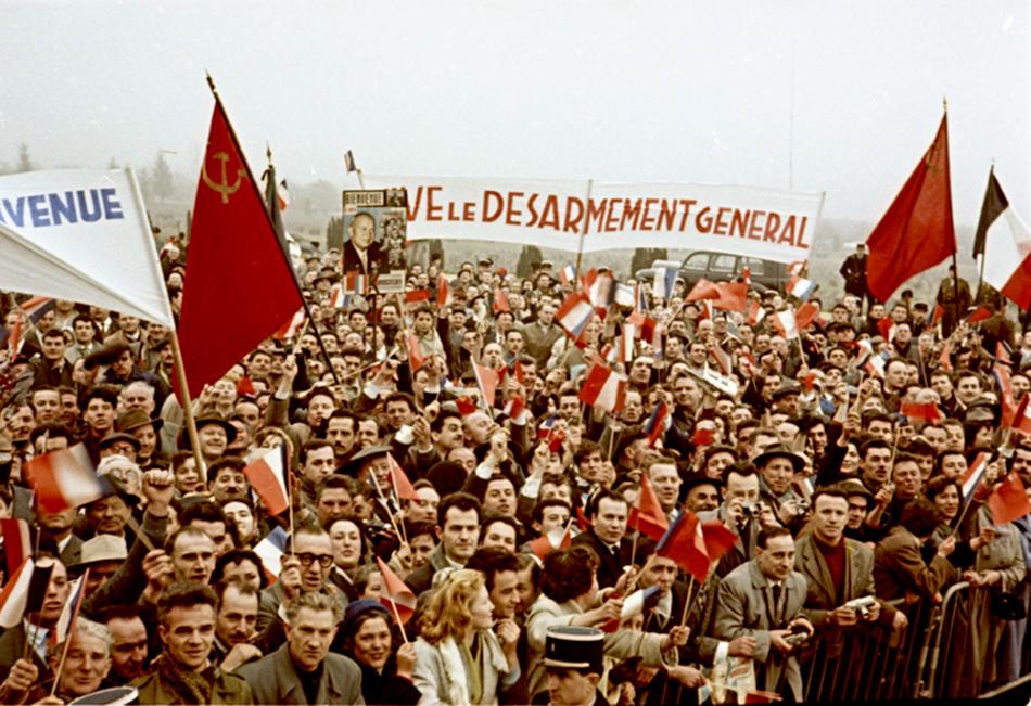 Od 1941. radi kao fotograf za novine Krasnoarmejskaja Prava. Nakon rata, angažirao ga je časopis Ogonjok, gdje je radio 50 godina./Verdun, Francuska, 1960.