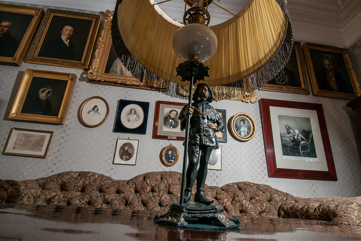 The main sitting-room is the biggest and the most ceremonial room in the house. It is full of pieces of decorative and fine art from the 18th-19th centuries.