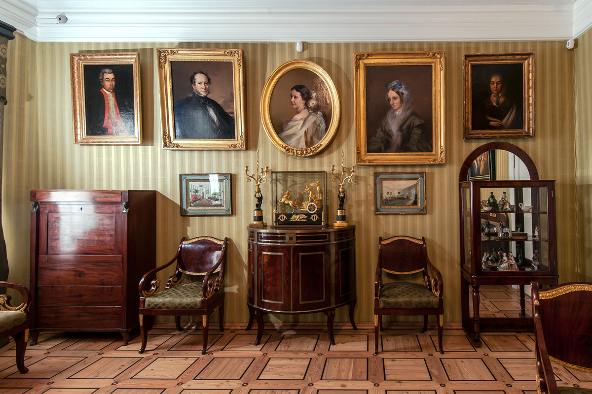 The estate was founded in 1816 and since then has belonged to four families, including the relatives of Russian poets Fyodor Tyutchev and Yevgeny Baratynsky.