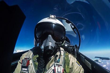 Seorang pilot Pasukan Kedirgantaraan Rusia dalam sebuah misi tempur di Suriah.