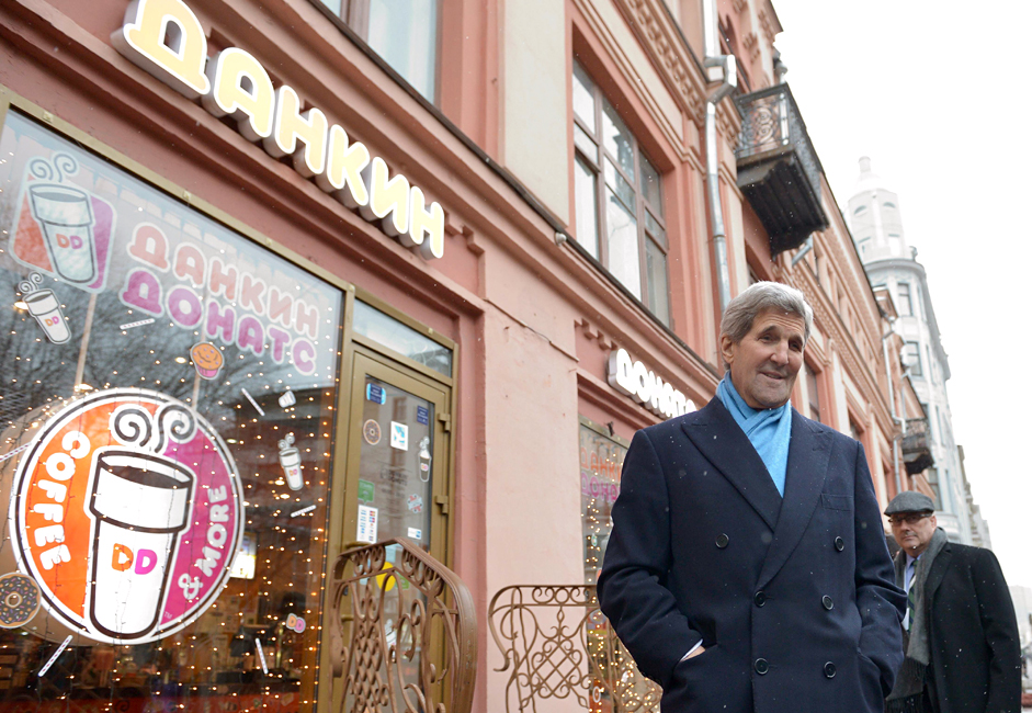 US Secretary of State John Kerry stops in front of a donut shop while walking on Arbat Street to go souvenir shopping in Moscow Tuesday, Dec. 15, 2015.