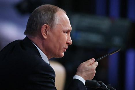 Putin mengungkapkan dirinya meragukan bahwa Donald Trump pernah bertemu para pelacur di sebuah kamar hotel di Moskow beberapa tahun lalu.