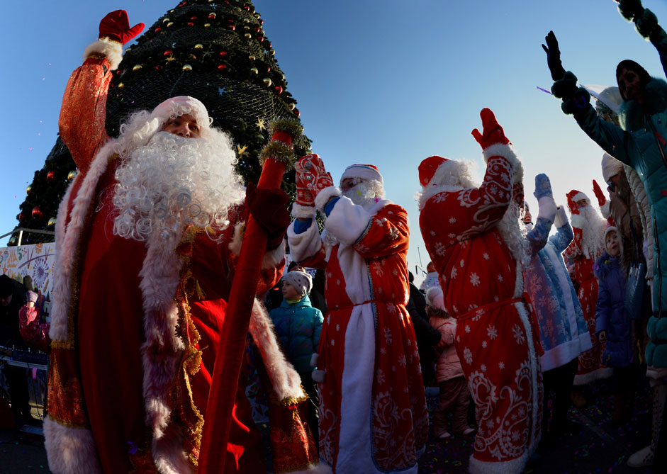 Vladivostok hosts parade of Grandfathers Frosts on the city's central square.