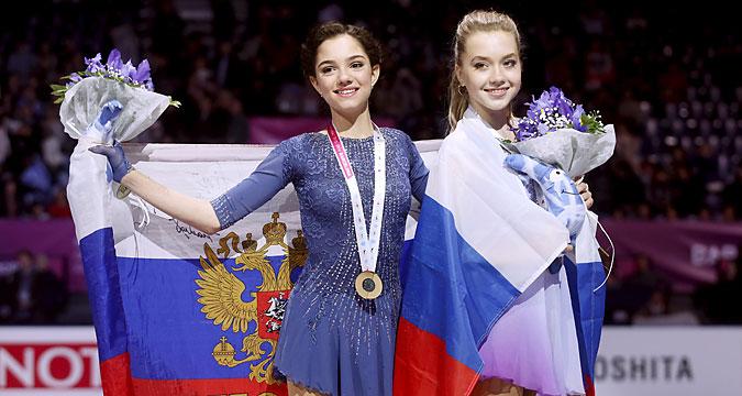 エヴゲニヤ・メドヴェジェワ(左)とエレーナ・ラジオノワ(右)=