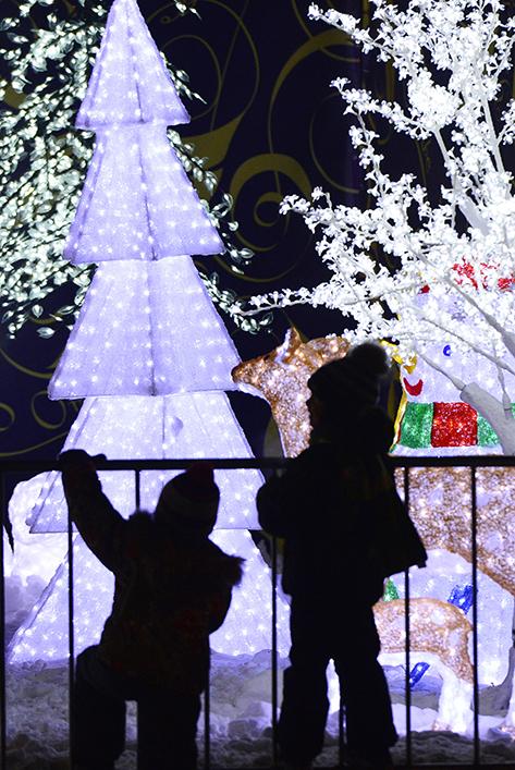 Нова година идва първо във Владивосток – град в Източна Русия (на 6 425 км от Москва). Хубави зимни празници!
