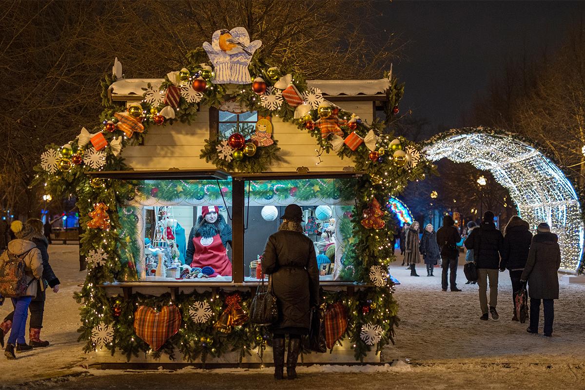 新年には、買い物をせずに光輝くきれいな装飾を眺めるだけでも、モスクワ中心部に来る価値が十分にある。