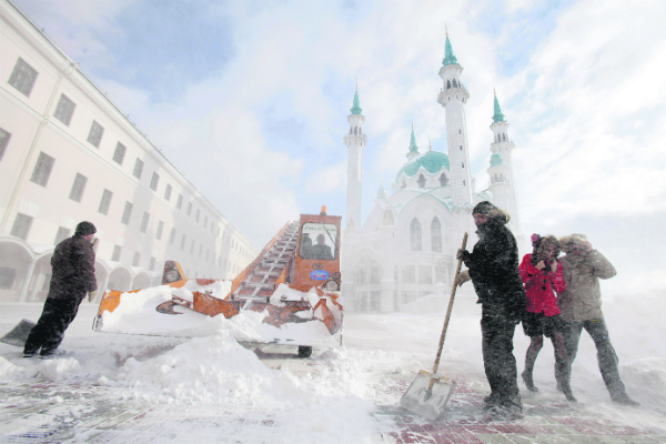 Cleaning of snow in Kazan city center.
