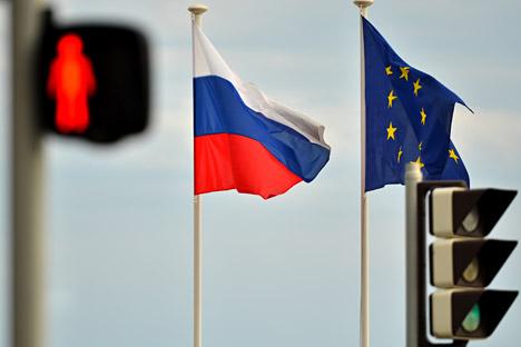 Bendera Rusia dan Uni Eropa berkibar di Nice, Prancis.