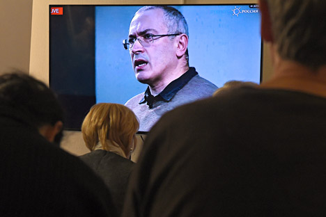 Mikhail Khodorkovsky is seen on a screen as he speaks via live video conference with journalists at the Open Russia movement office in Moscow on Dec. 9, 2015.