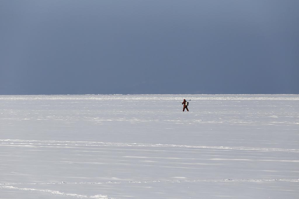 ラズルナヤ湾の釣り人