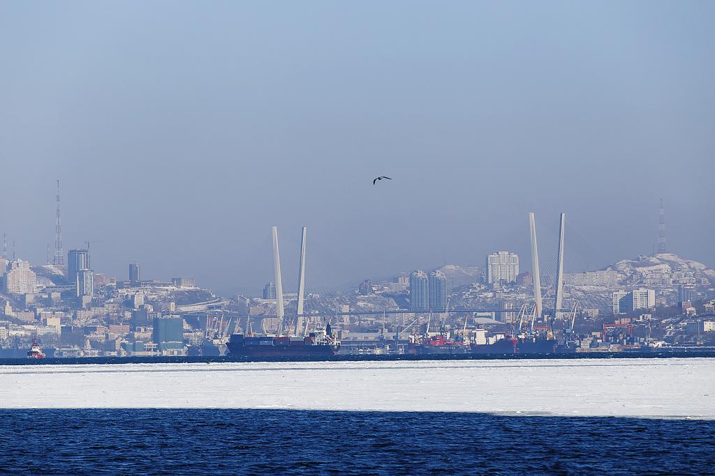 Vue sur Vladivostok depuis la mer.