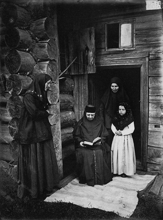 Le petit monastère isolé Olenievski.