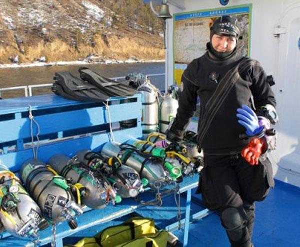 Russian diver set Baikal scuba dive record