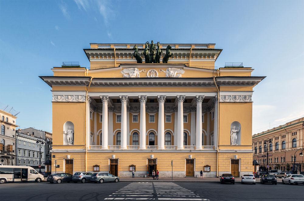 Поред изградње царских резиденција, Роси је обогатио и културну сцену Санкт Петербурга. У Александринском театру на Невском тргу одигране су бројне чувене позоришне представе.
