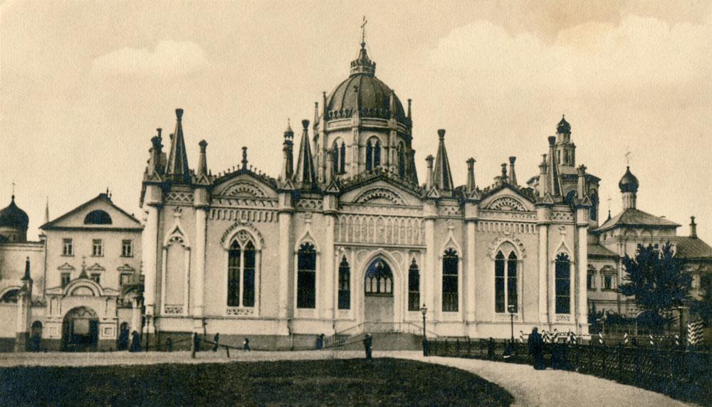 Геније из Санкт Петербурга своју каријеру је заправо почео у Москви. Његова црква свете Катарине у Вазнесењском манастиру у Кремљу представљала је изванредан пример псеудоготске архитектуре. Ипак, једино Росијево московско здање није сачувано – бољшевици су цркву срушили 1929. године.